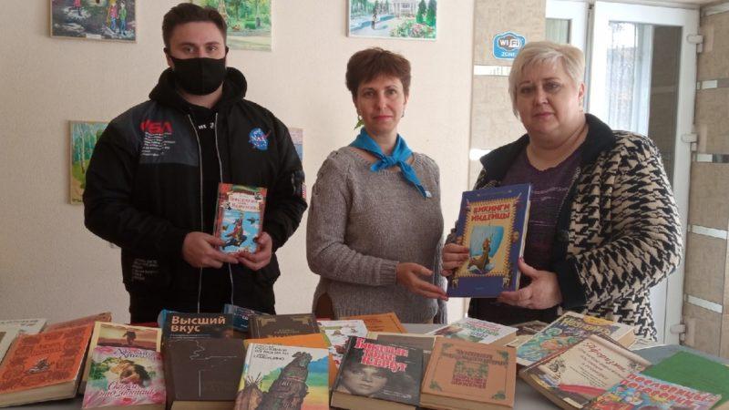 Книги, подаренные центральной библиотеке Алчевска